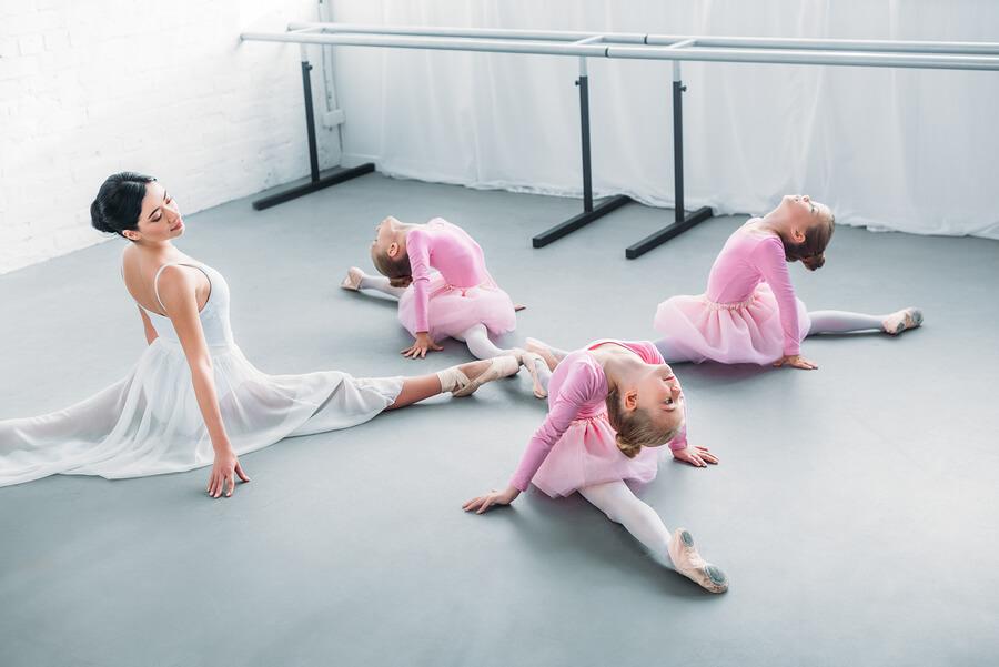 kids ballet class with teacher
